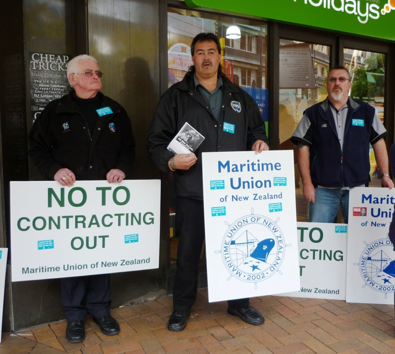 Maritime Union supports flight attendant picket in Wellington